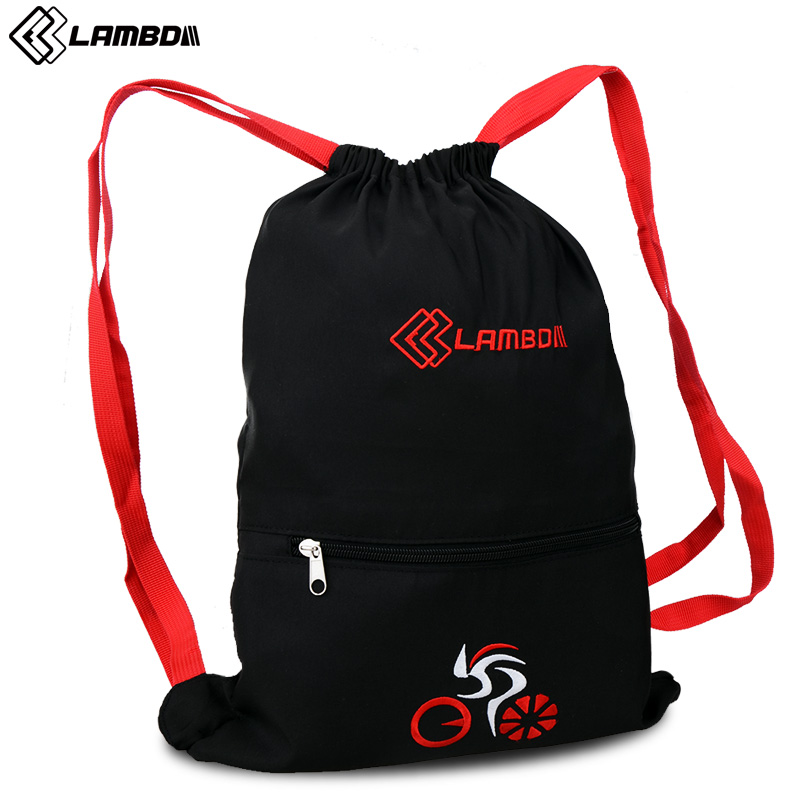 Lan pada riding a bike equipped with a helmet bag backpack riding a bike bag pack riding equipment accessories