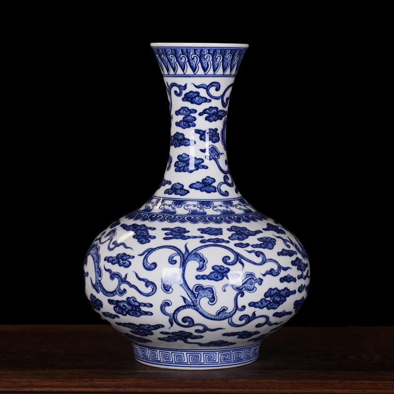Jingdezhen ceramic hand painted antique blue and white dragon wear yunteng crafts living room tv cabinet ornaments furnishings reward bottle