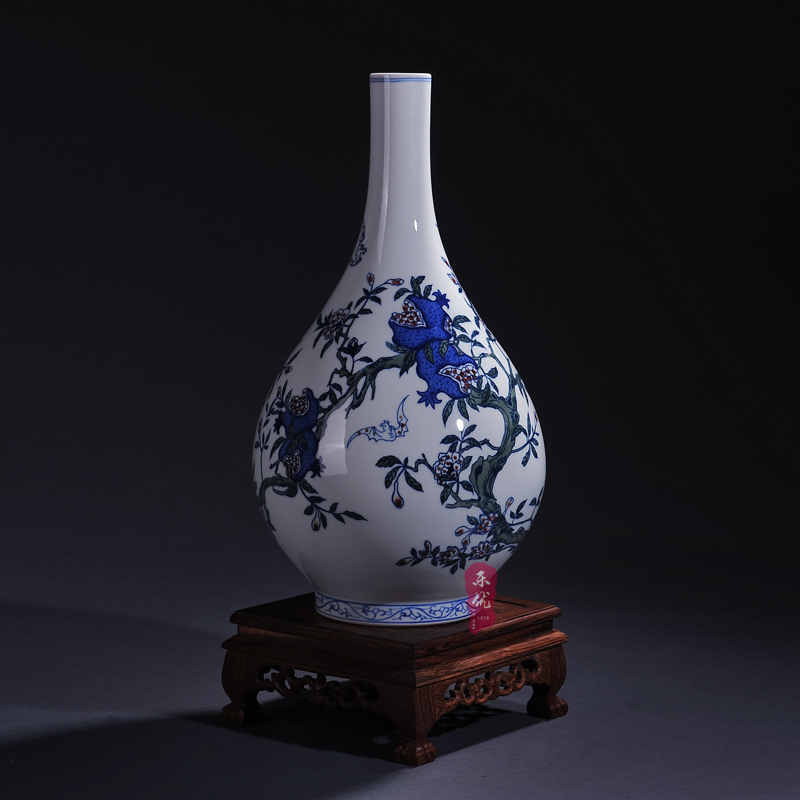 Jingdezhen ceramic vase antique blue and white underglaze red widow's peak decorative crafts home living room ornaments