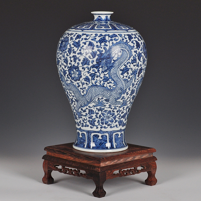 Jingdezhen ceramic vase ornaments painted imitation of the ming and qing classical chinese shelf dragon bottle to send the base