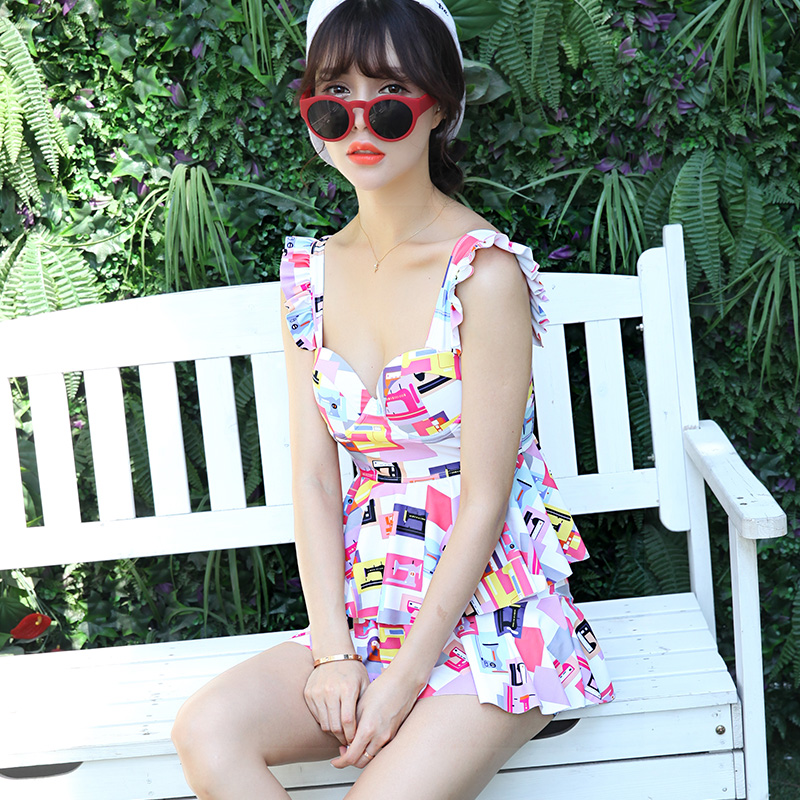 Korean version of the new swimsuit split skirt style boxer conservative swimsuit cover the belly female swimsuit small chest steel prop gather swimsuit spa