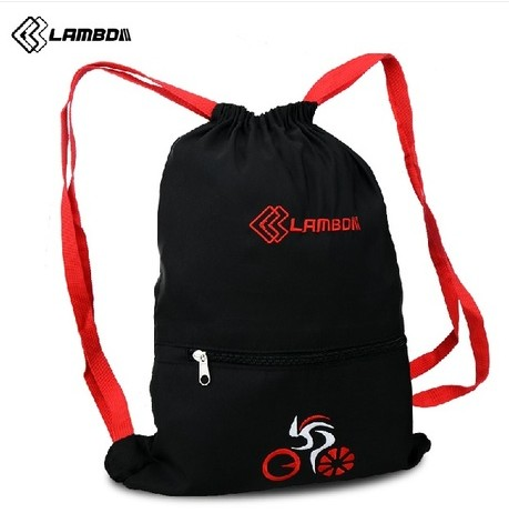 Lan pada riding a bike equipped with a helmet bag pack riding pack bag backpack drawstring bag bicycle accessories and equipment
