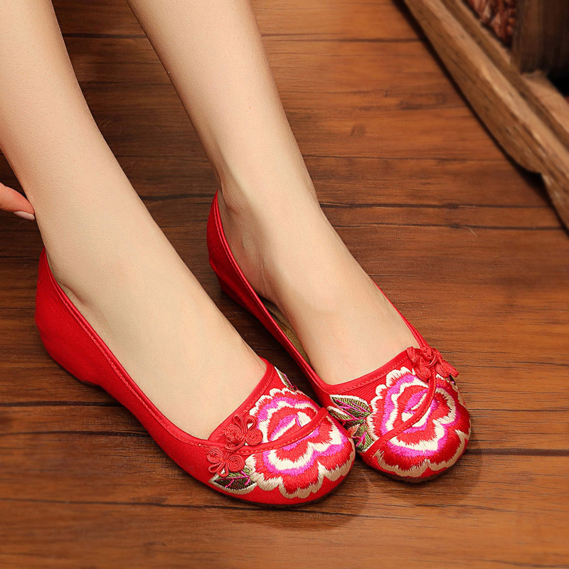 Old beijing cloth shoes female summer new national wind embroidered red chinese red wedding shoes low heel women shoes single shoes