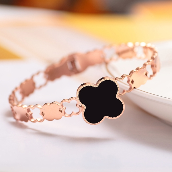 Only a cool day south korea rose gold color gold plated k hollow titanium steel bracelet female models jewelry lucky black four leaf grass