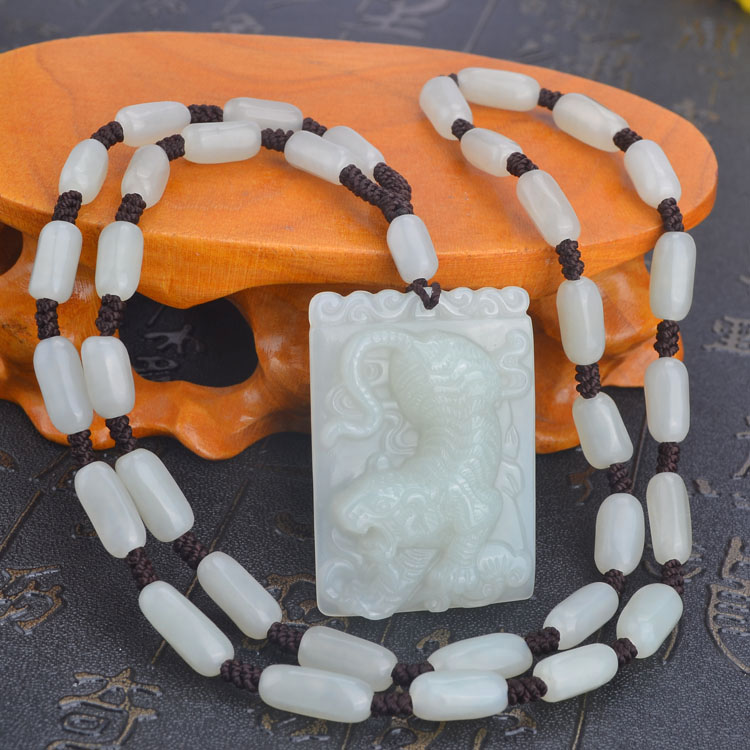 Peer down tiger tiger necklace and nephrite jade pendant jade pendant jade pendants men and women necklace pendant to send the certificate