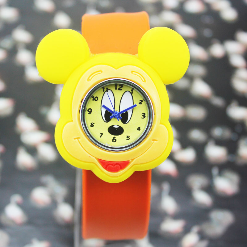 Popular fashion students watch children watch pat on the table quartz watch mickey mouse watch men watch women watch new watch