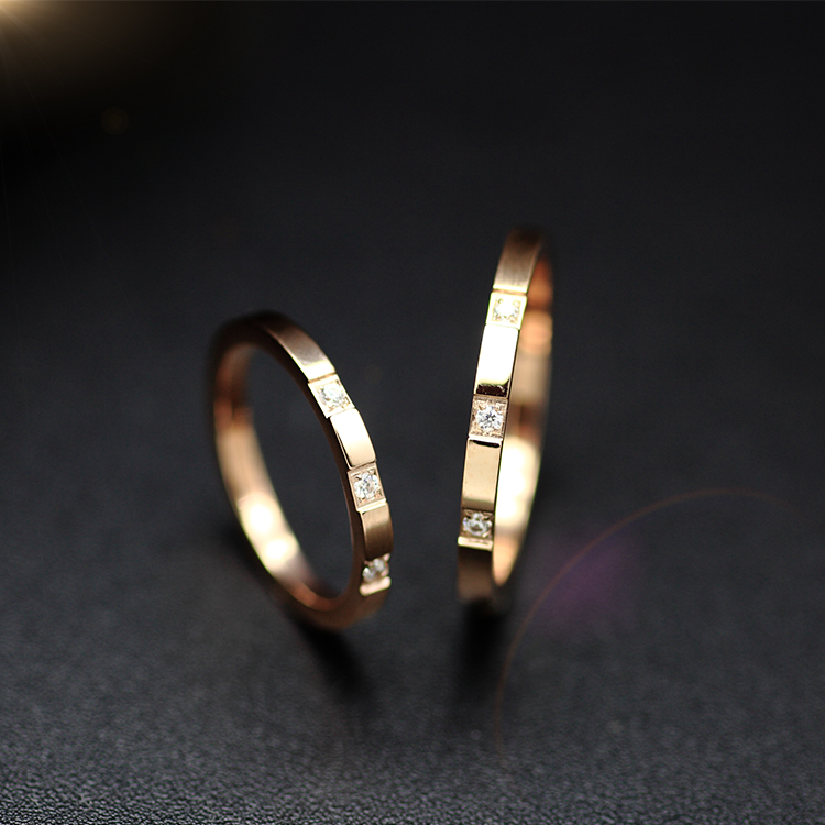Shun humble artificial zircon rose gold titanium steel couple rings for men and women in south korea creative personality ring ring ring jewelry