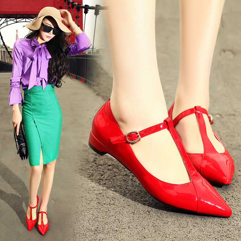Spring and summer men's leather red shoes t shoes shoes red patent leather pointed shoes shallow mouth low with a small heel shoes