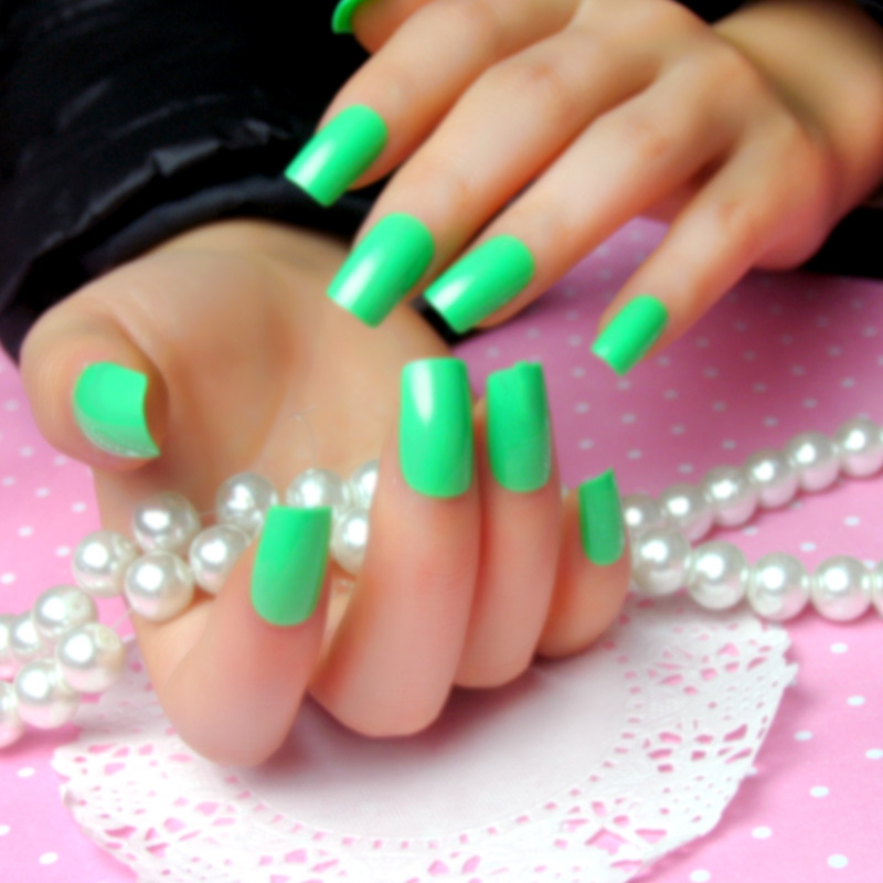 Spring new paint light green stickers affixed to a solid color all posted false nails nail patch nail finished piece of early spring green