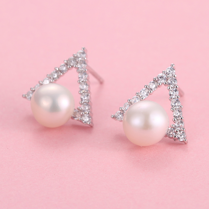 The new diamond triangle pure korean version of the simple temperament female models s925 silver earrings natural pearl earrings jewelry