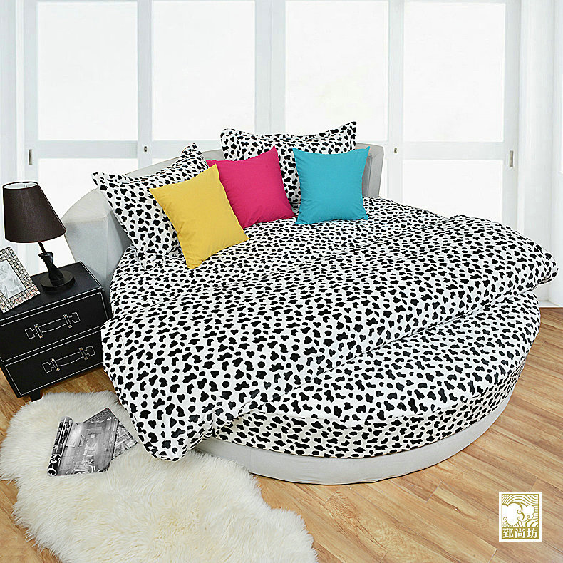 Zhi shang fang winter thick coral velvet flannel bedding a family of four round bed linens mikasa bedspread custom black and white cow